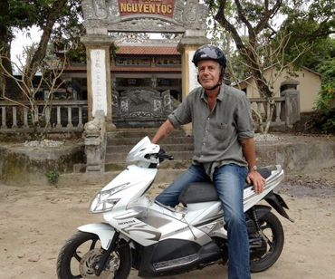 Anthony Bourdain, exploring Vietnam (from twitter.com/bourdain)