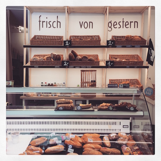 Äss Bar: Where buying day old bread is civilized
